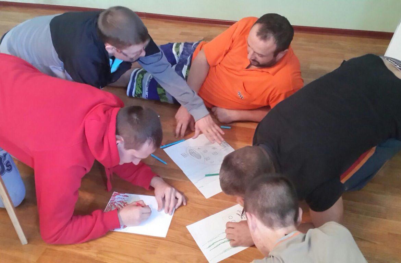 Реабилитационный центр «Чистое небо» проводит арт-терапию для зависимых